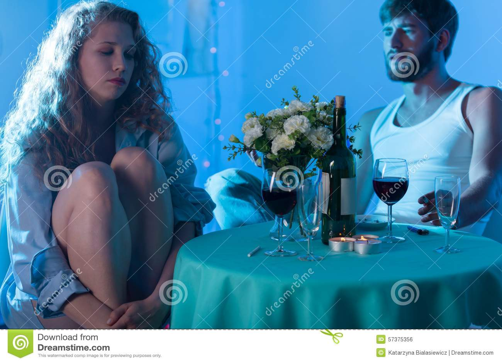 Paar die op de datum debatteren
