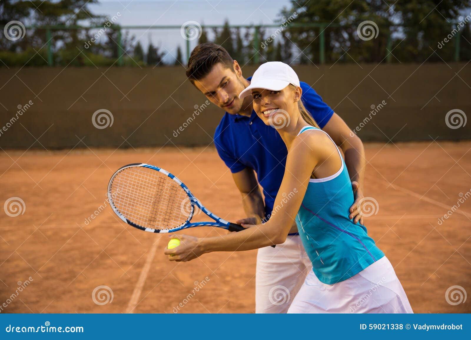 Paar het spelen in tennis