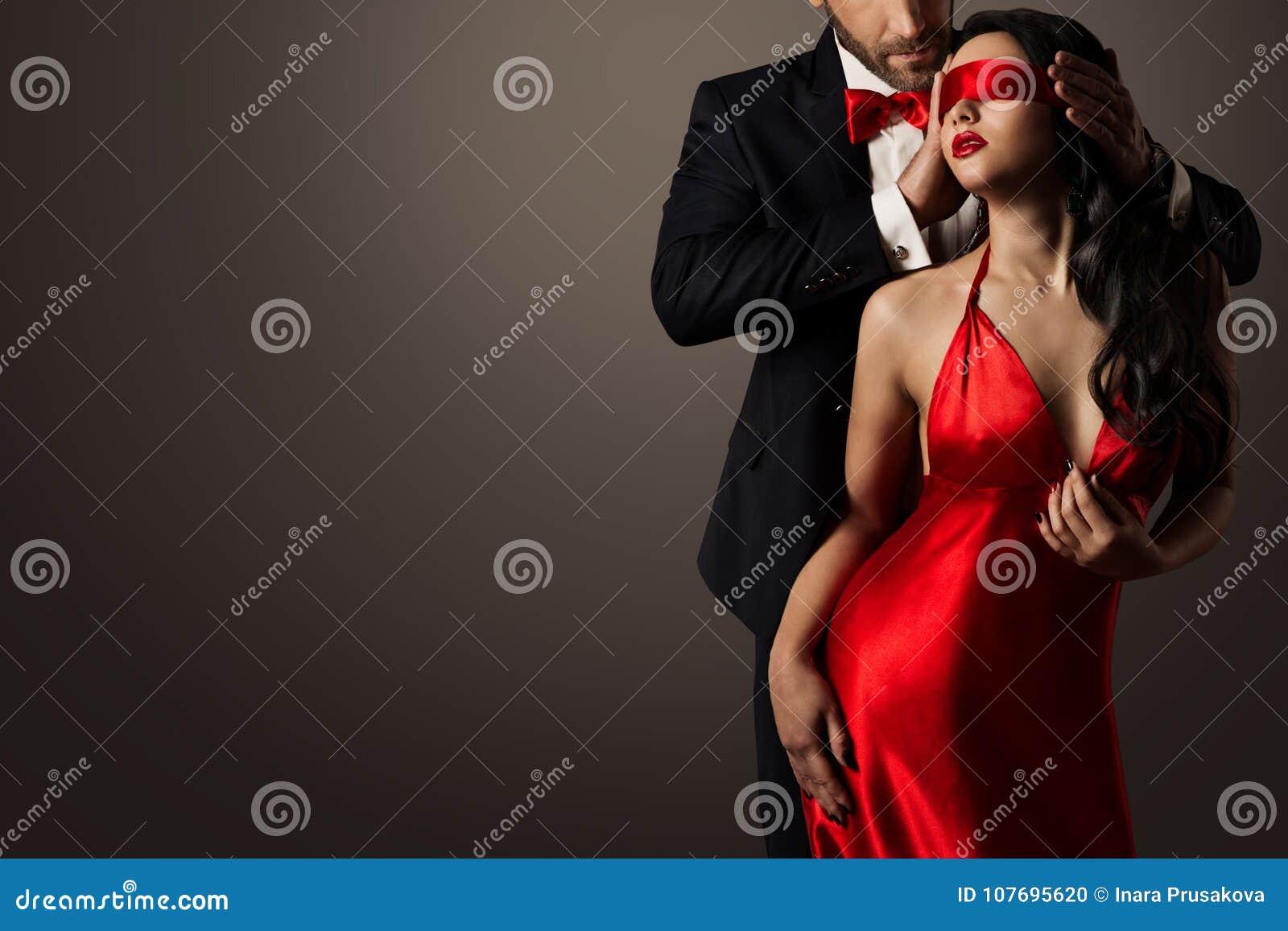 Frau Roten Verbundenen Augen Paar KussMann Im Liebes Und Sexy Mit xBrCdoe