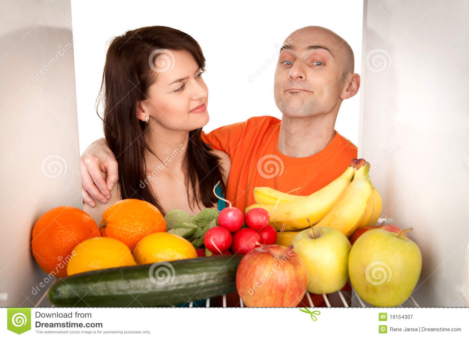 Paar met gezond voedsel