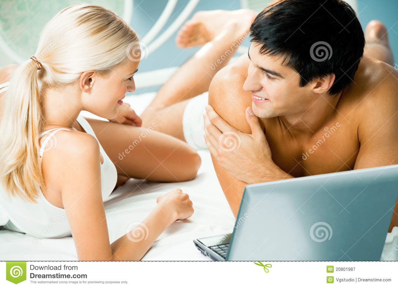 Paar met laptop