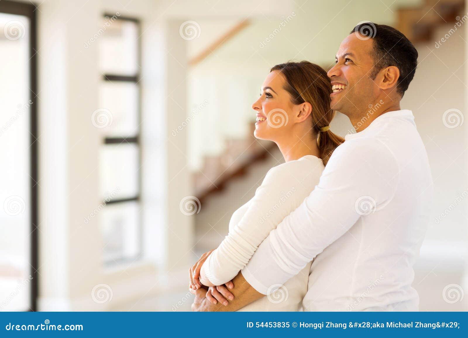 Paar in nieuw huis