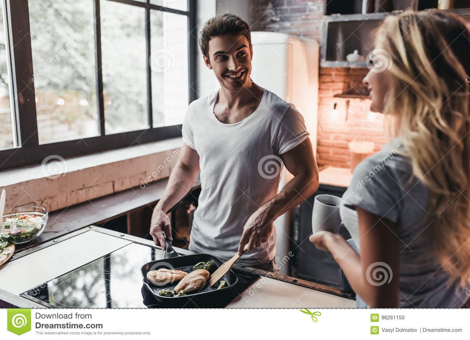 Paar op keuken