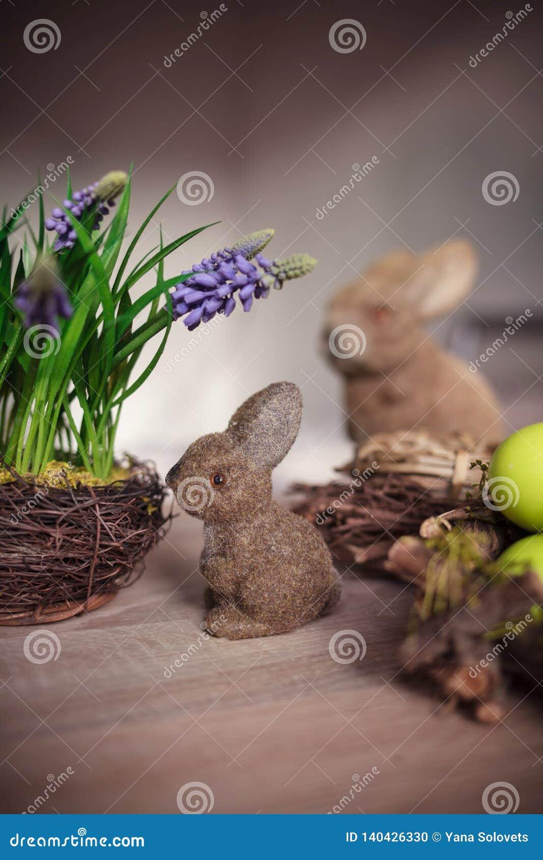 Paar-Osterhasenspielwaren und -eier