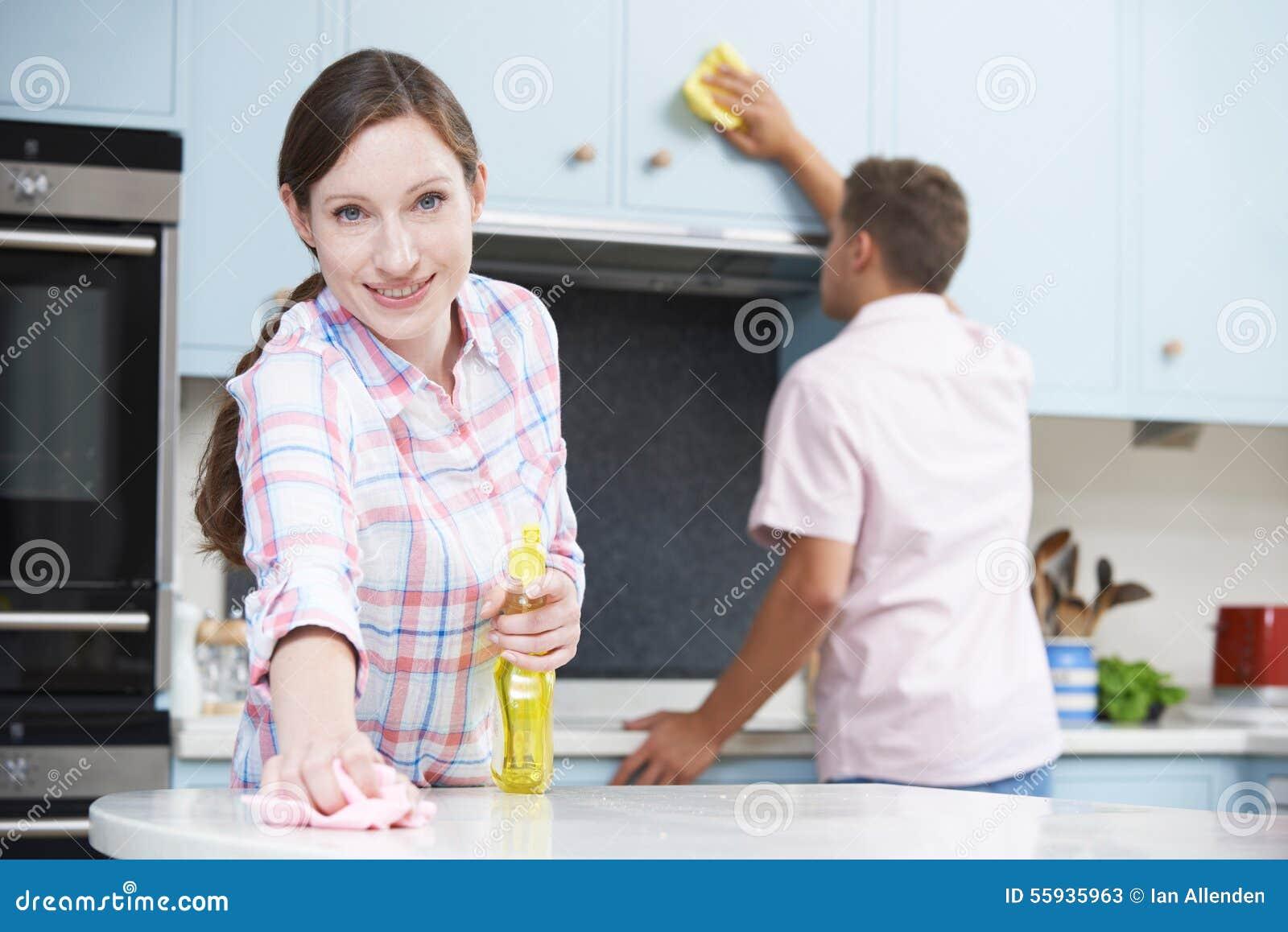 Fesselnde Küchenoberflächen Dekoration Von Paar-reinigungs-küchen-oberflächen Und Schränke Zusammen