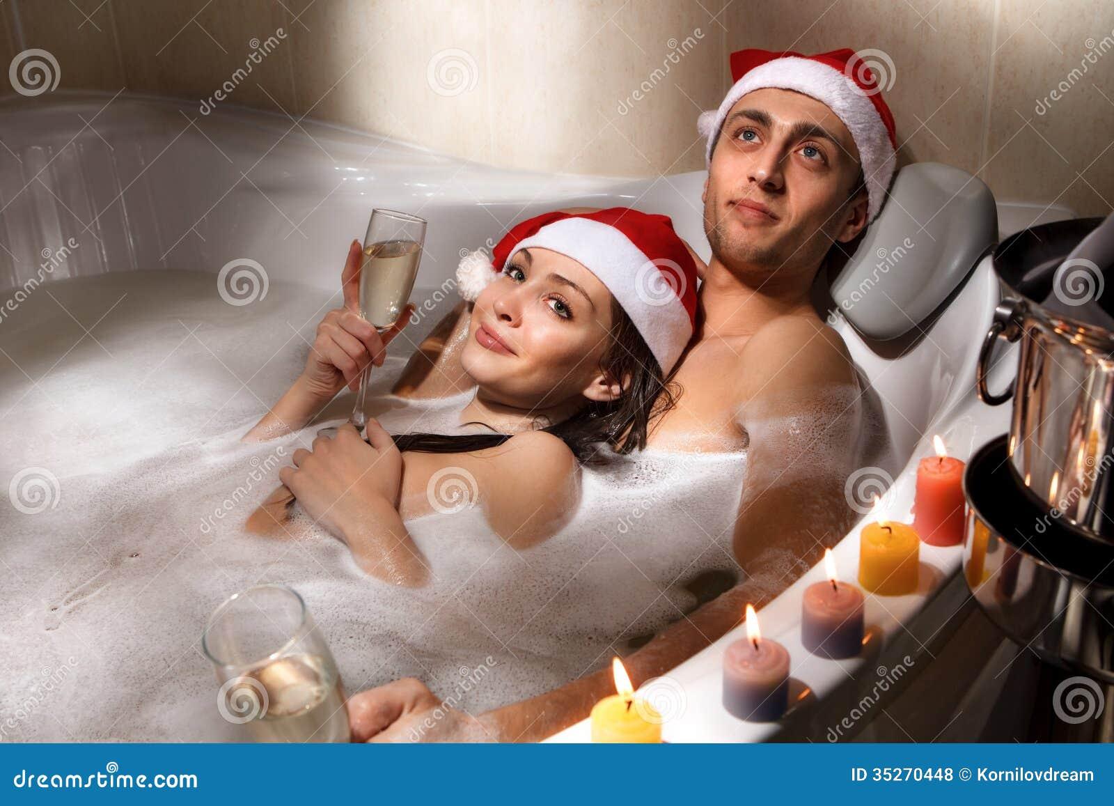 Paar in Sankt-Hüten genießt ein Bad