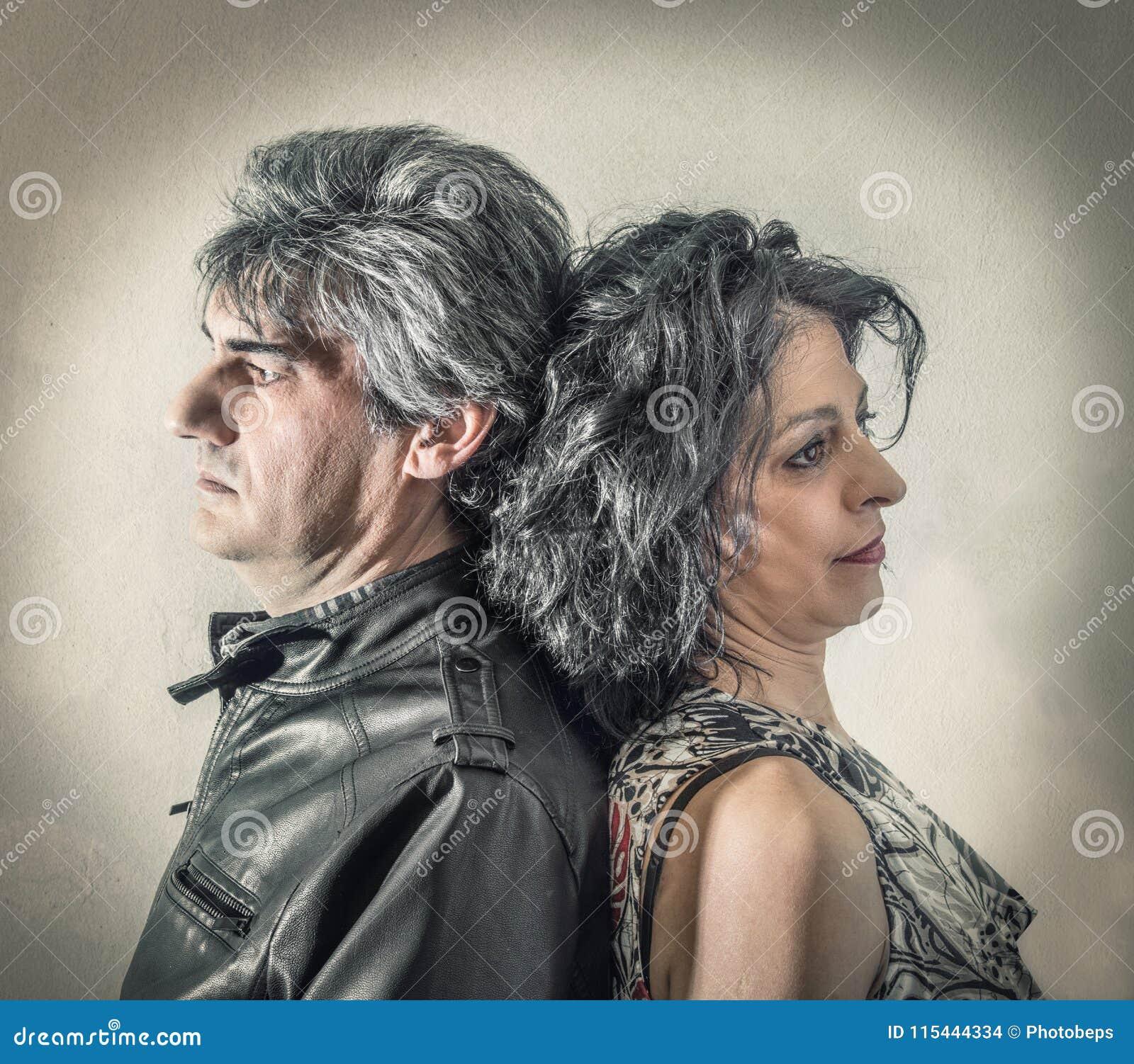 Paar van echtgenoten die ruzie hebben gemaakt