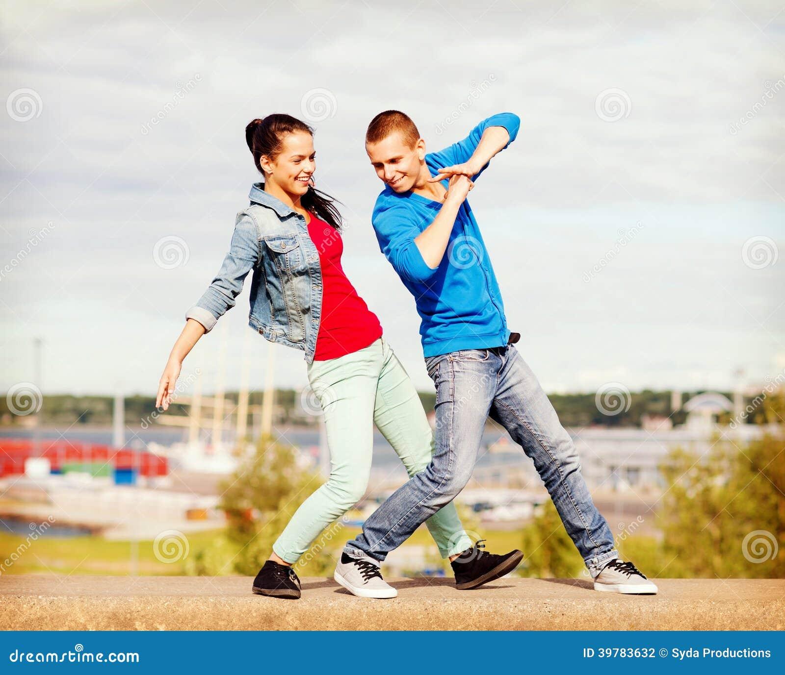 Paar verleiden tieners