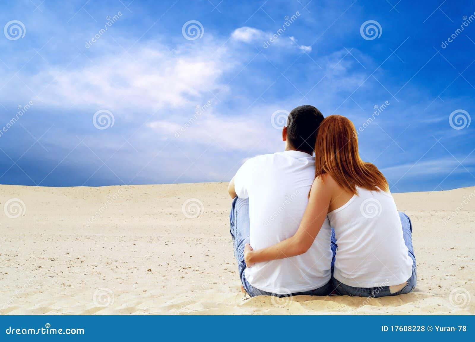 Paar in woestijn