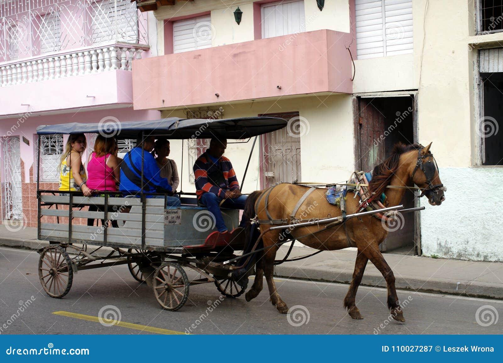 Paard getrokken vervoer in Cuba