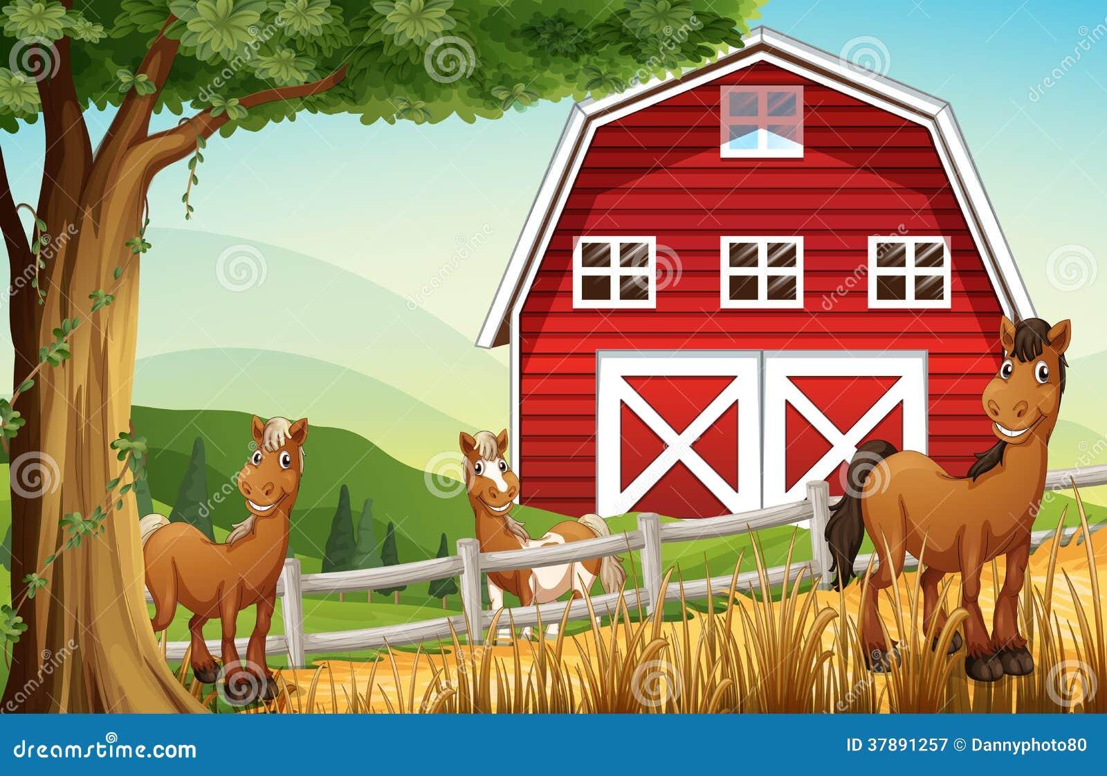 Paarden bij het landbouwbedrijf dichtbij rode barnhouse