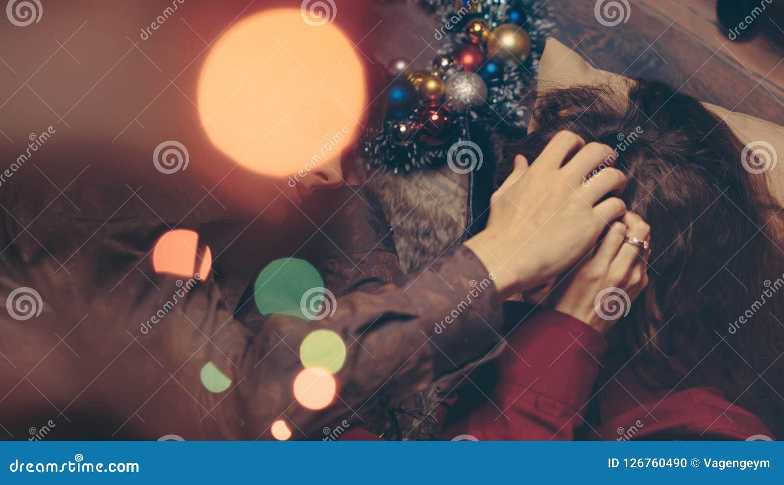 Paare in der Liebe, die Weihnachten feiert