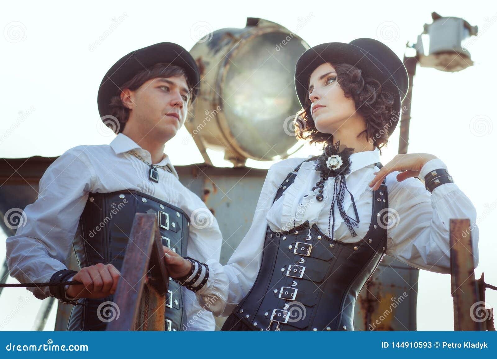 Paare in der Liebe im Stil des steampunk