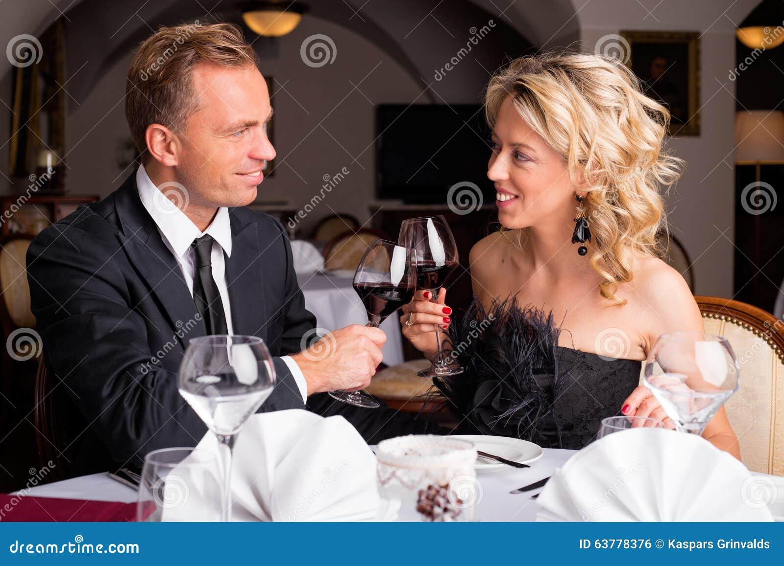 Flirten Unter Dem Tisch :