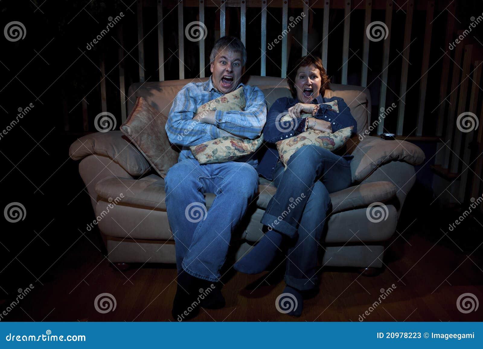 Paare, die furchtsamen Film überwachen