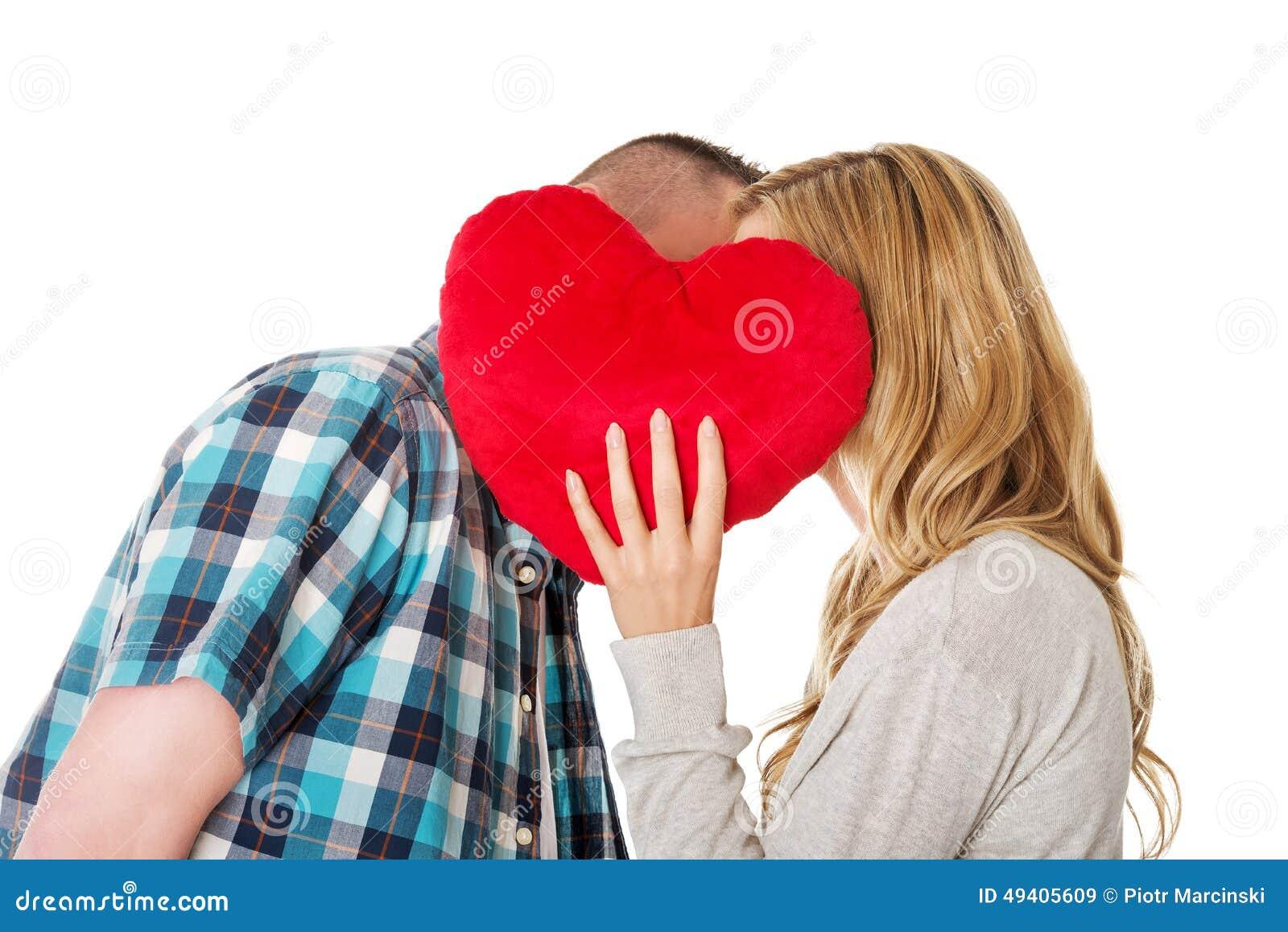 Download Paare, Die Hinter Dem Kissen Flüstern Stockbild - Bild von mann, kommunikation: 49405609