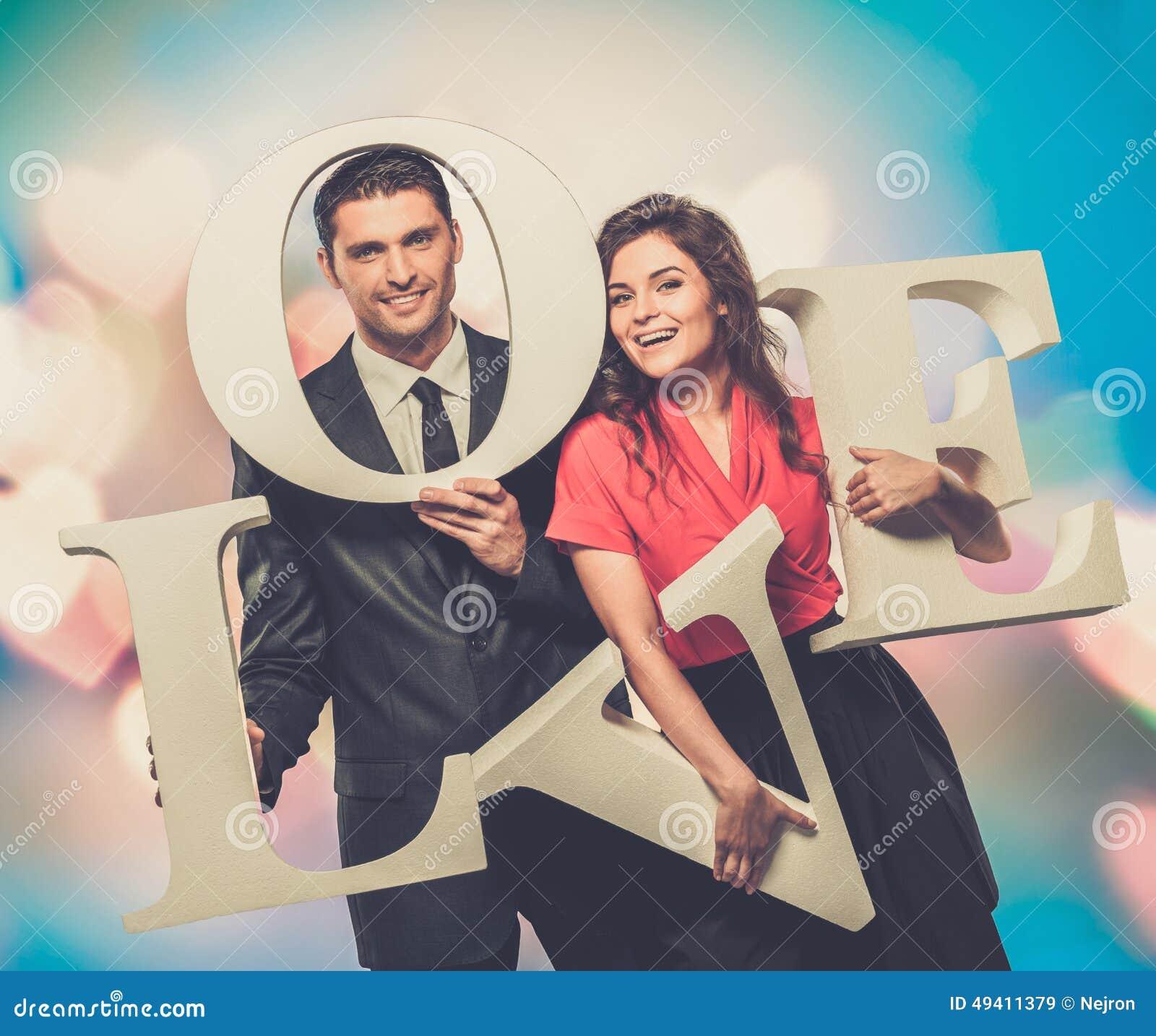 Download Paare, Die Wort LIEBE Halten Stockbild - Bild von fashion, liebe: 49411379