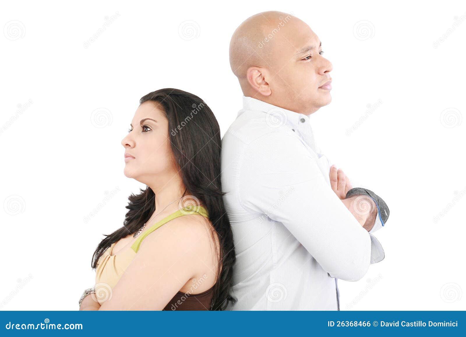 Paare, die zurück zu Rückseite stehen