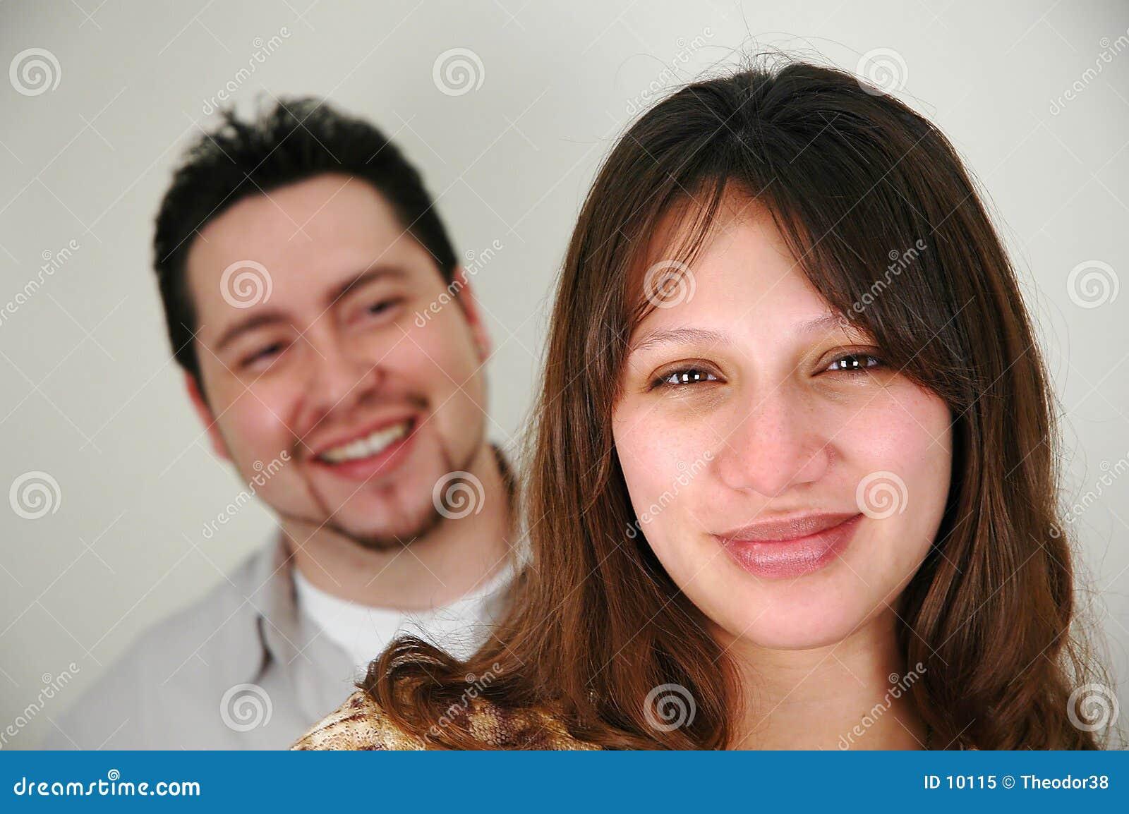 Paare mit Fokus auf Frau