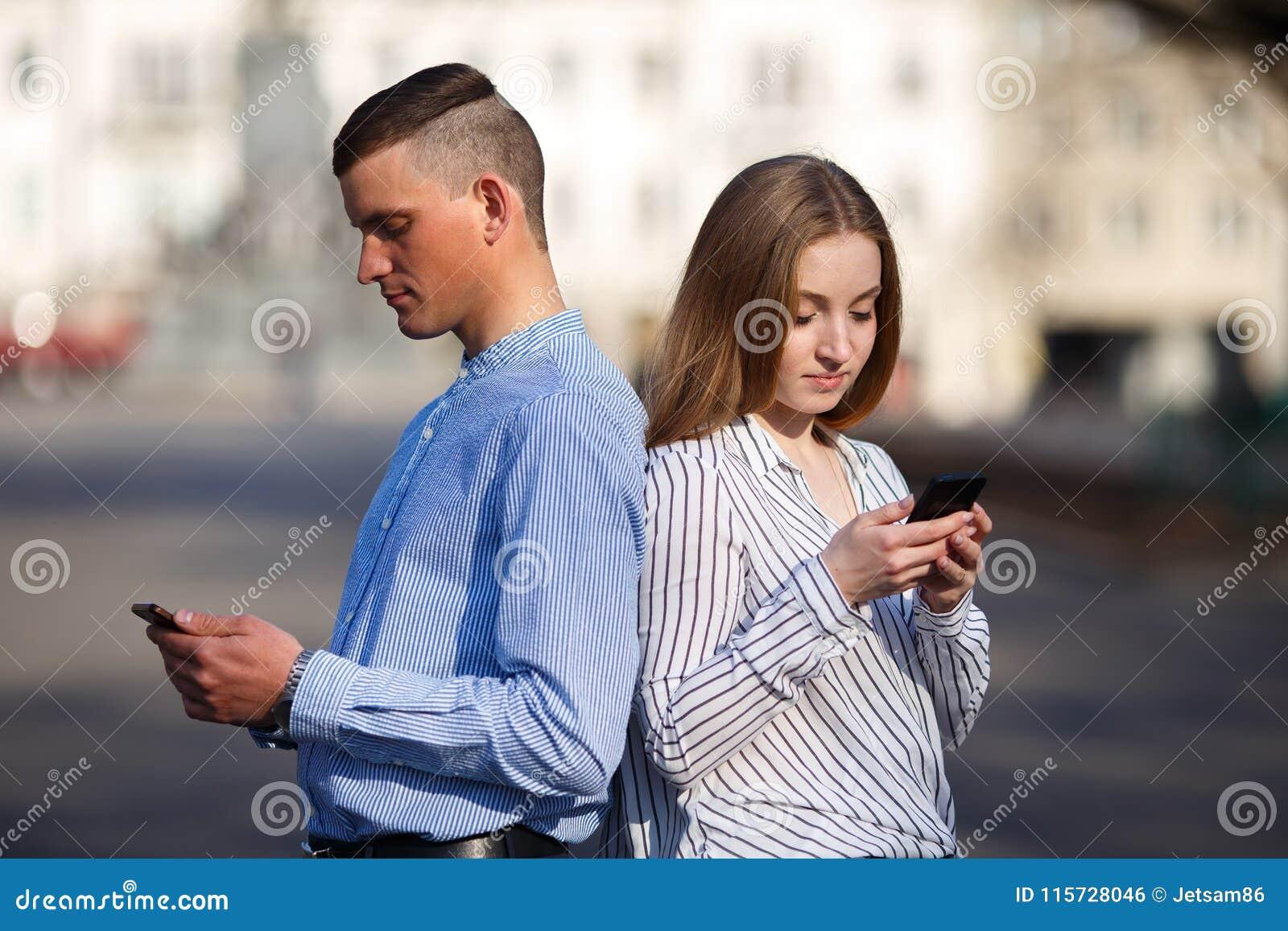 Paare verfasst in der Mitteilung