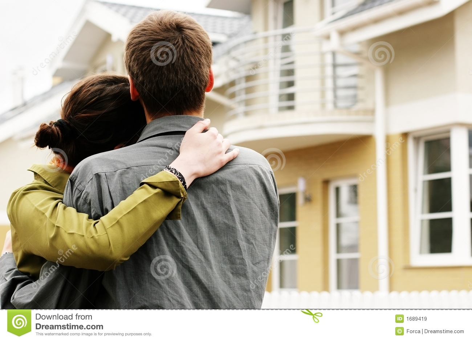 Paare vor one-family Haus