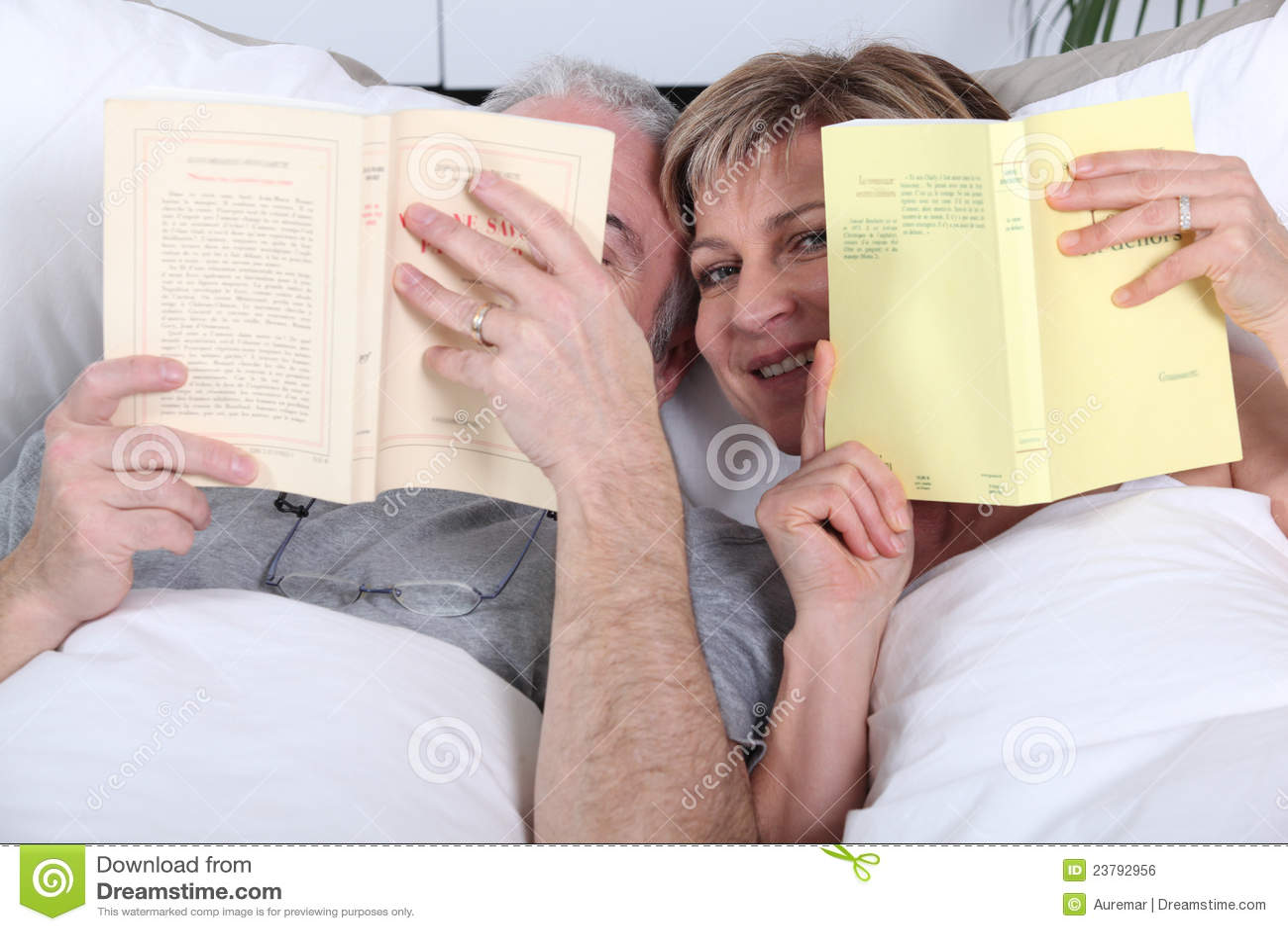 2 Männer Im Bett