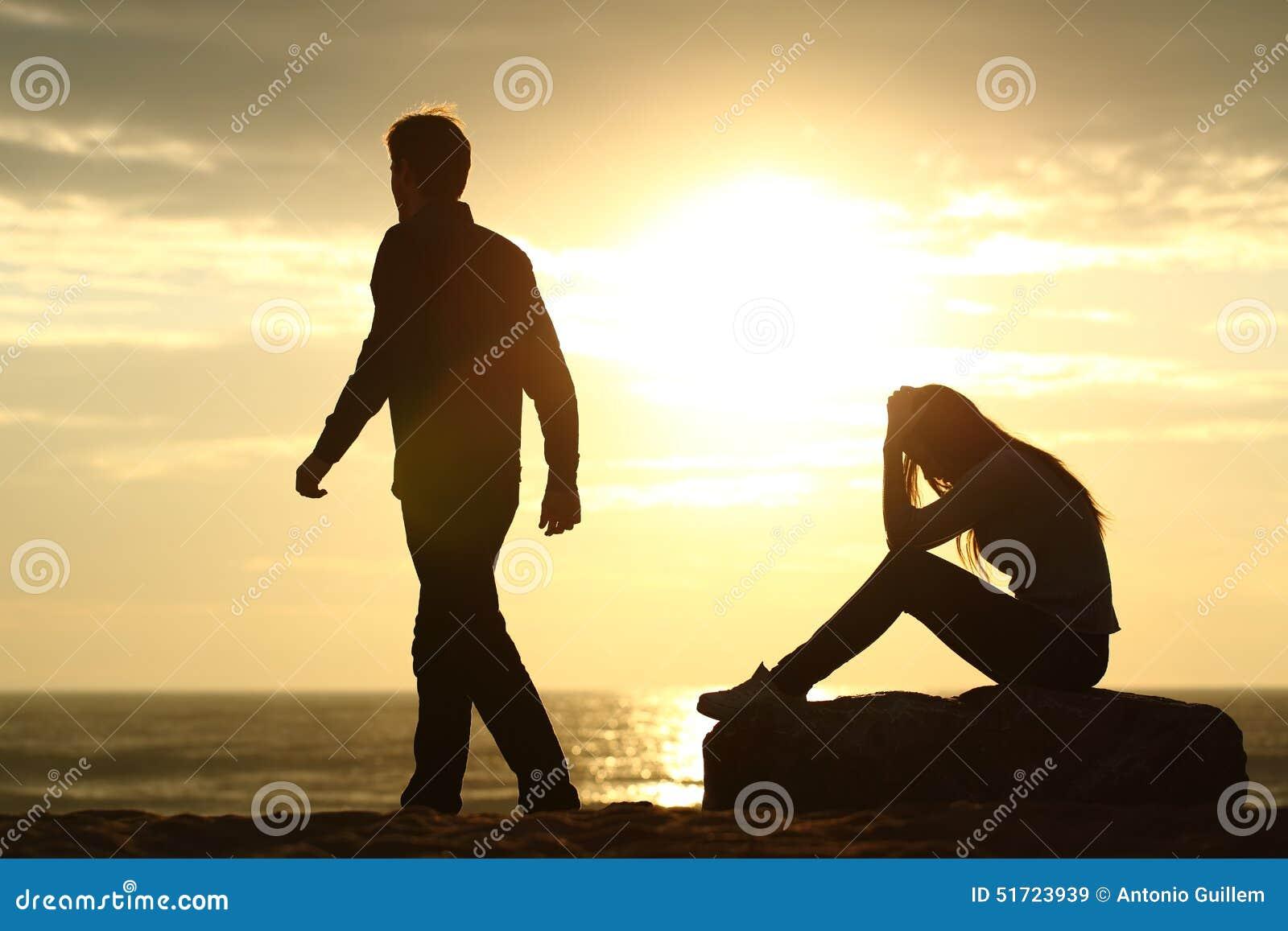Paarschattenbildauseinanderfallen eine Beziehung