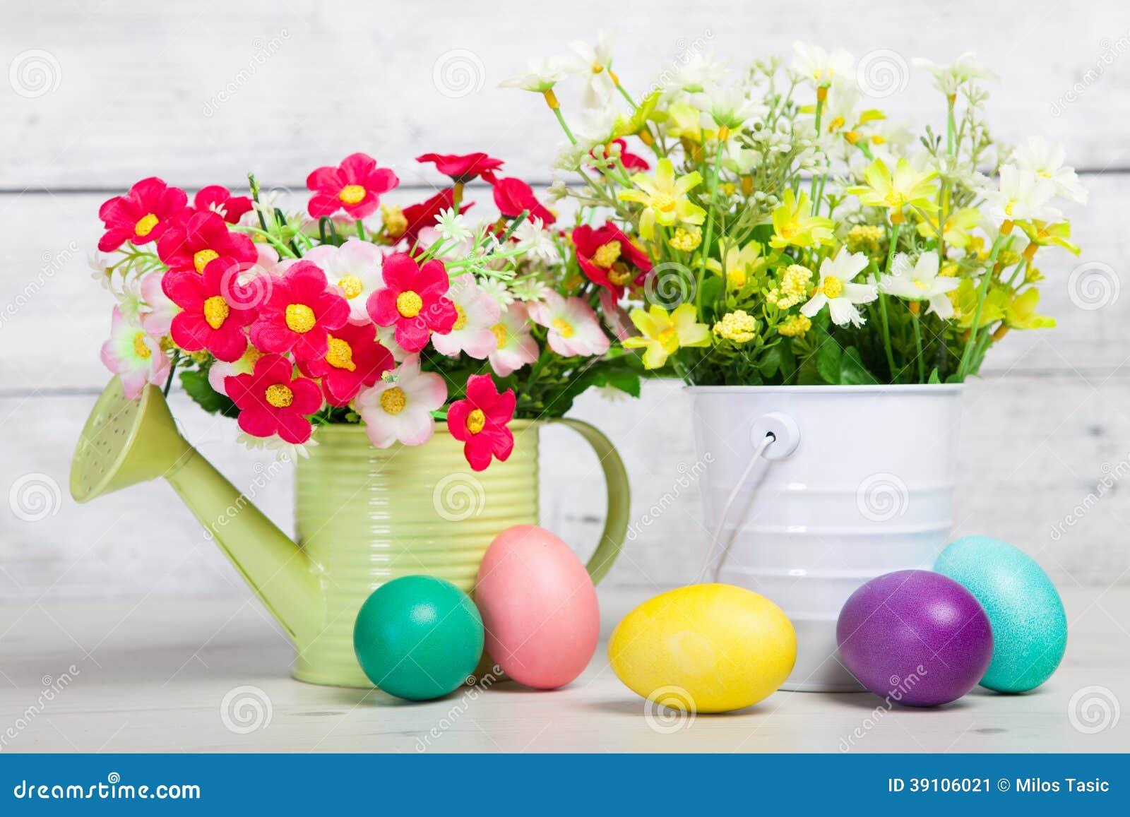 Paaseieren en bloemen