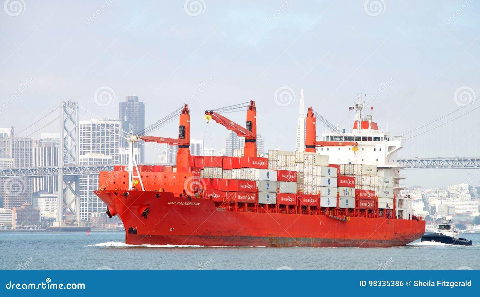 PAC PALMERSTON de cargo entrant dans le port d Oakland