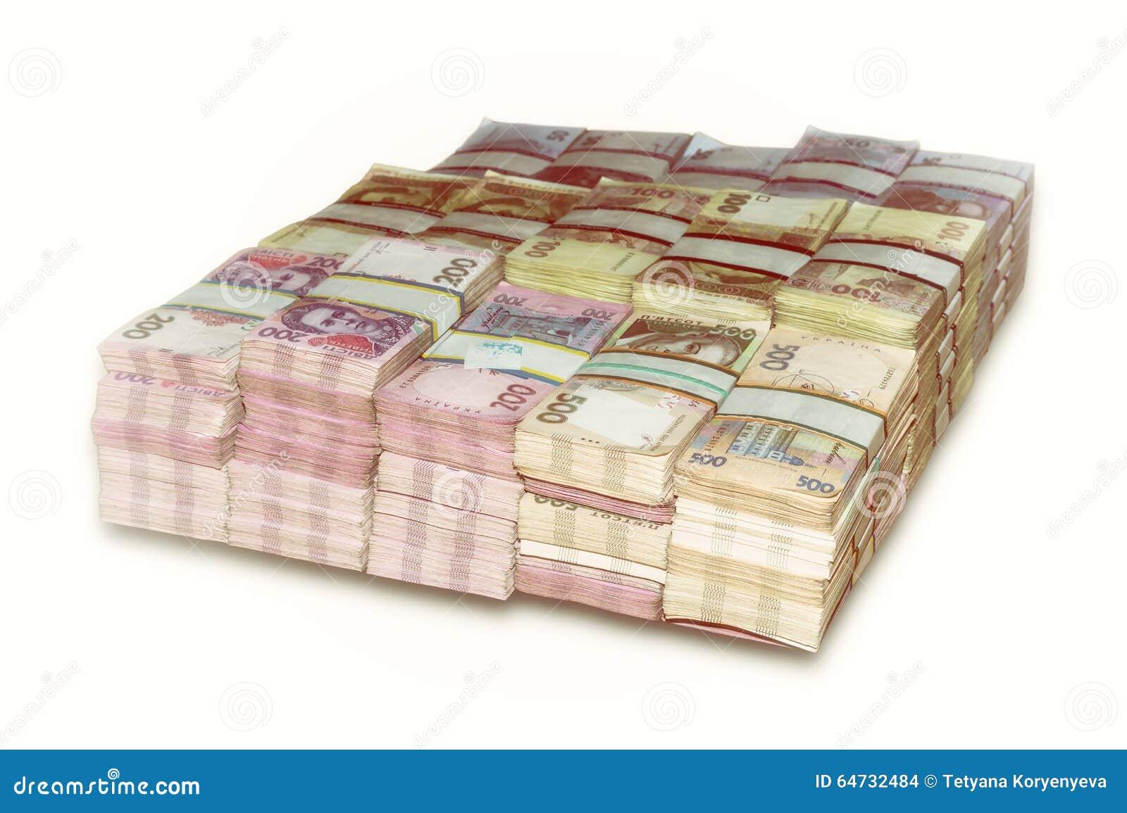Pacchetti ucraini del dei soldi impilati
