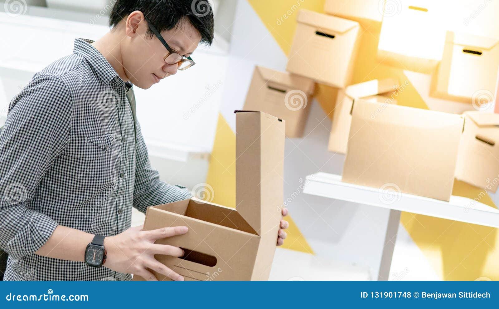 Pacchetto asiatico della scatola di cartone di apertura dell uomo