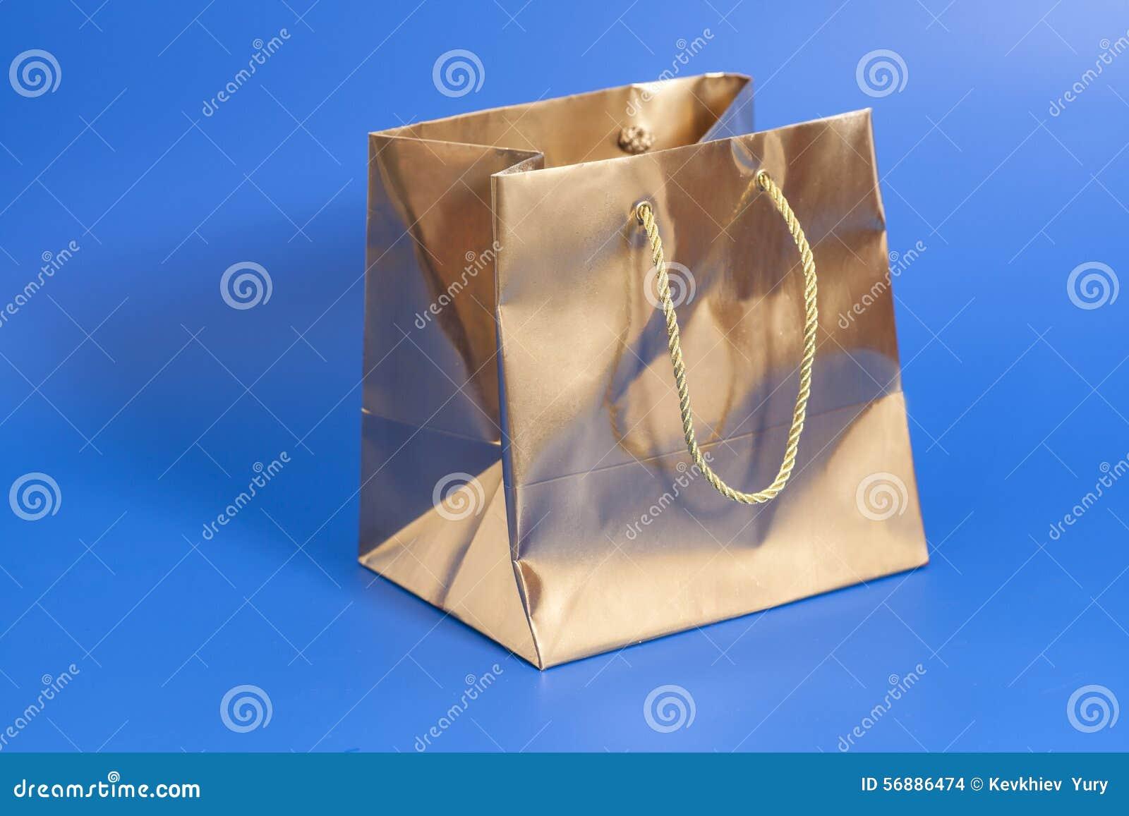 Pacchetto dorato per il regalo
