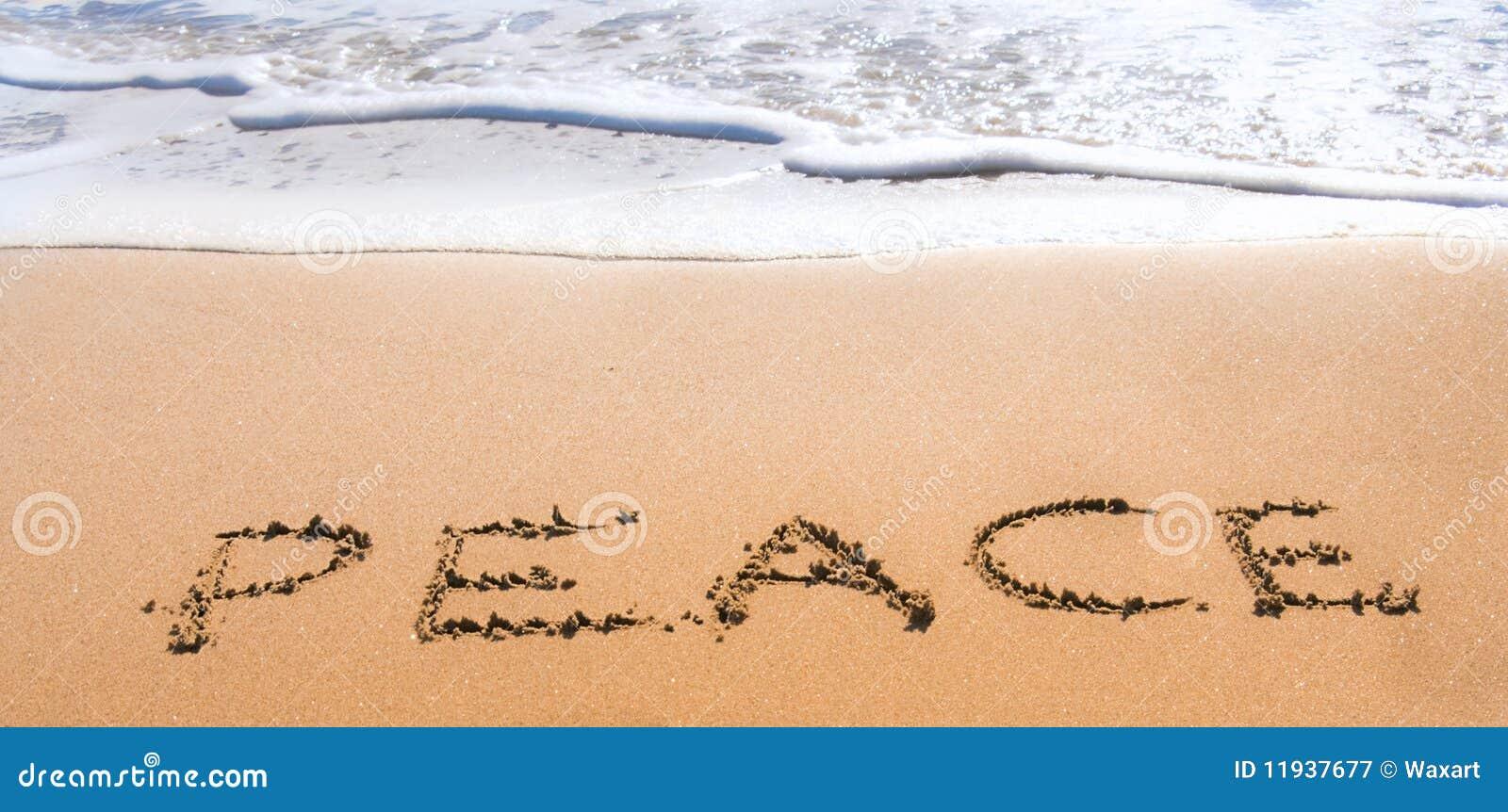 Pace scritta in sabbia sulla spiaggia