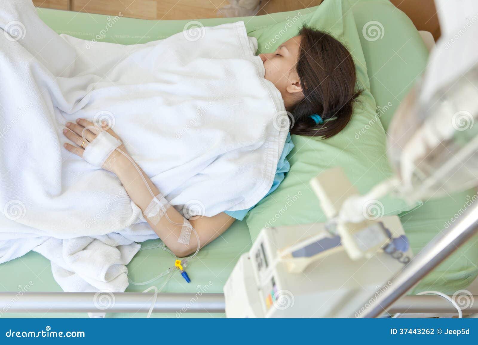 ¡Vengan a ver el hospital bullicioso! ¿Puedes ayudar a estos pacientes a curarse?