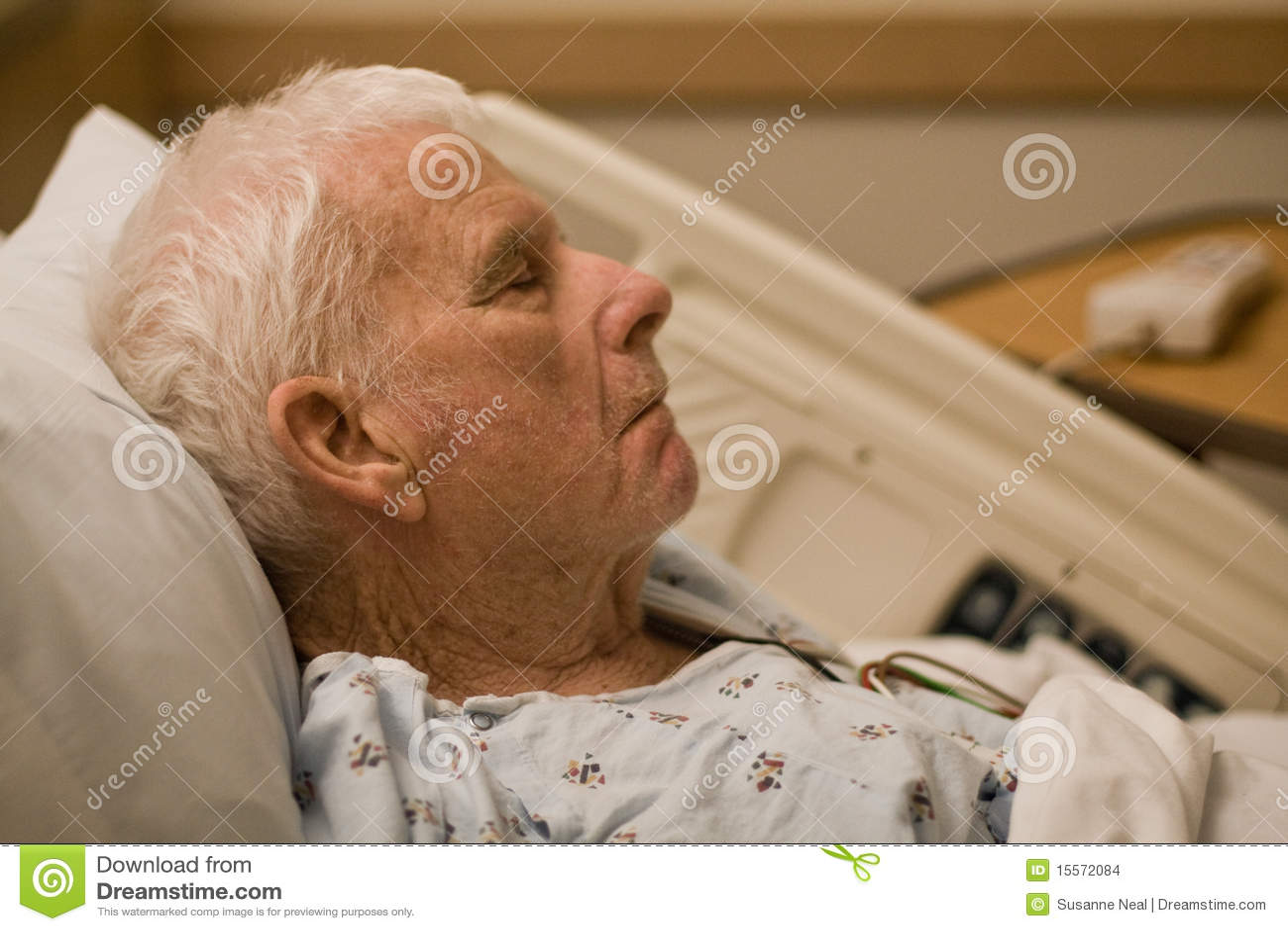 Pacjenta szpitala starszy dosypianie