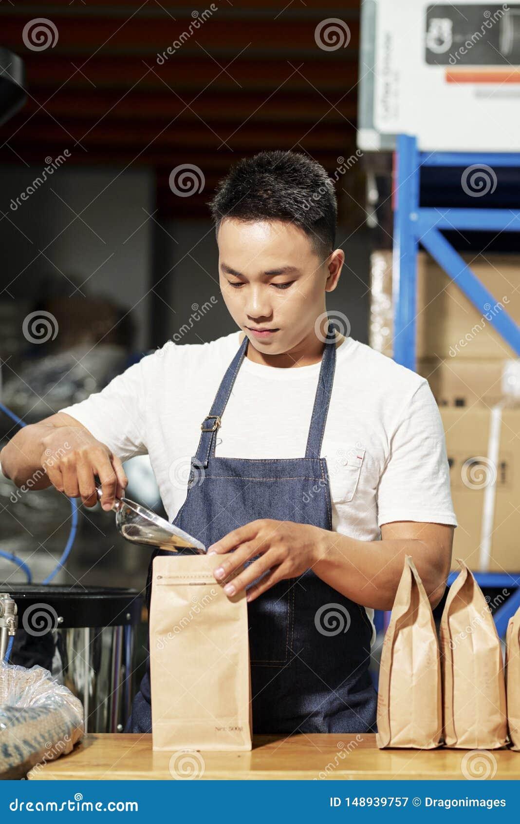 Packande till salu kaffeb?nor f?r man
