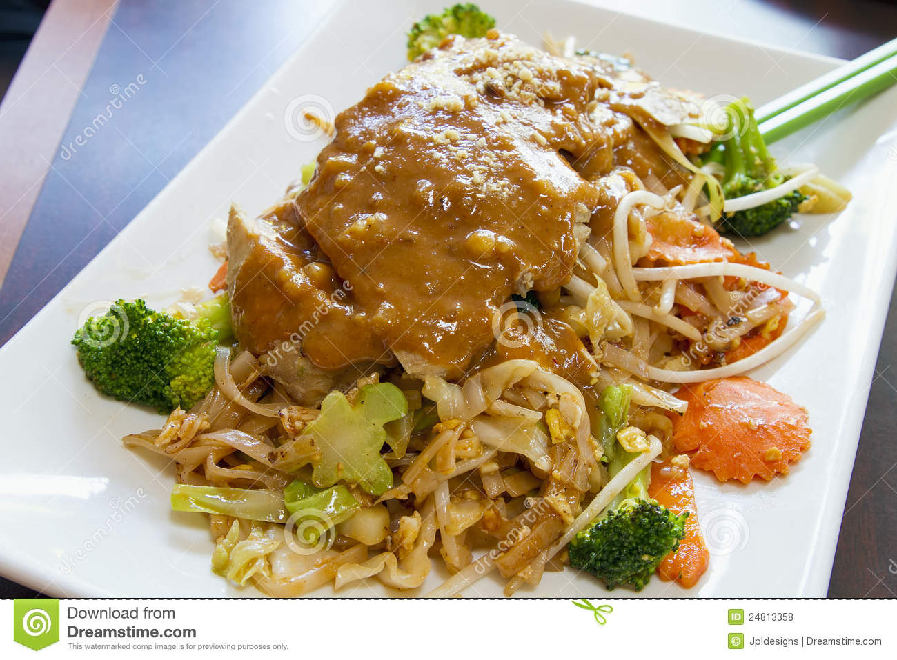 ... Grass Chicken and Peanut Sauce with Broccoli Carrots Bean Sprouts