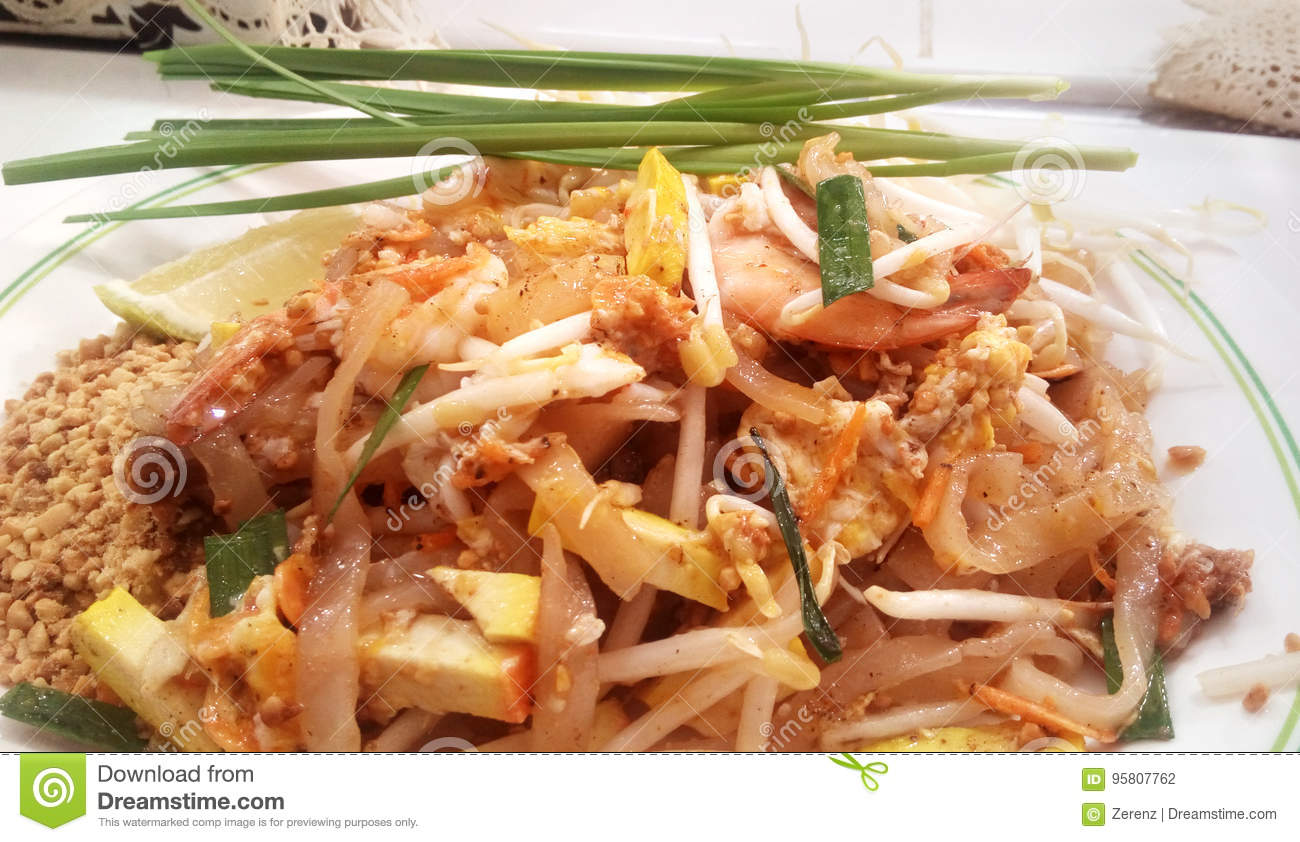 Pad Thai With Prawns Stock Photo Image Of Green Bean 95807762