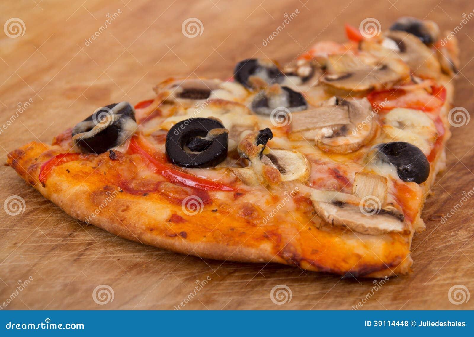 Paddestoel en olijfpizza