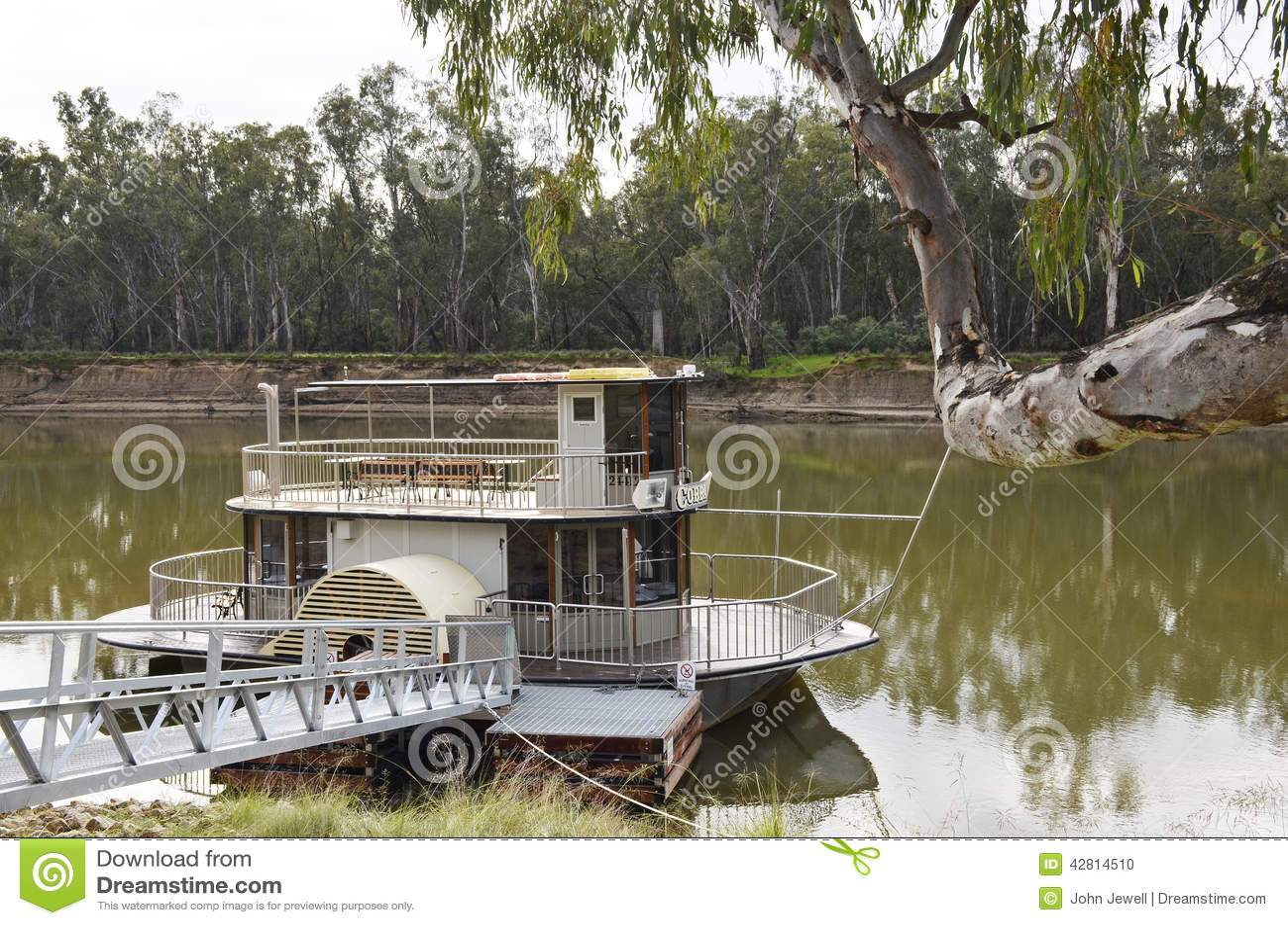 paddle-boat-tied-up-murray-river-australia-42814510 Paddlewheel Houseboat Plans on stardust houseboat, barge houseboat, sampan houseboat,