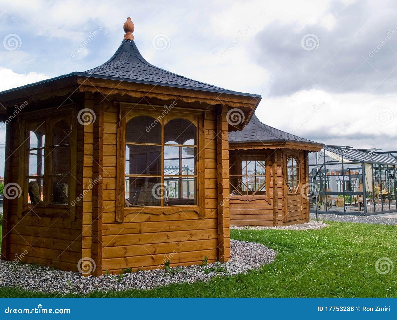 Padiglione classico di vetro di legno del bello giardino for Piani di progettazione del padiglione