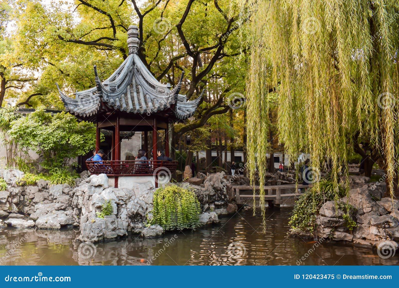 Padiglione di legno nel giardino di Yu a Shanghai Cina