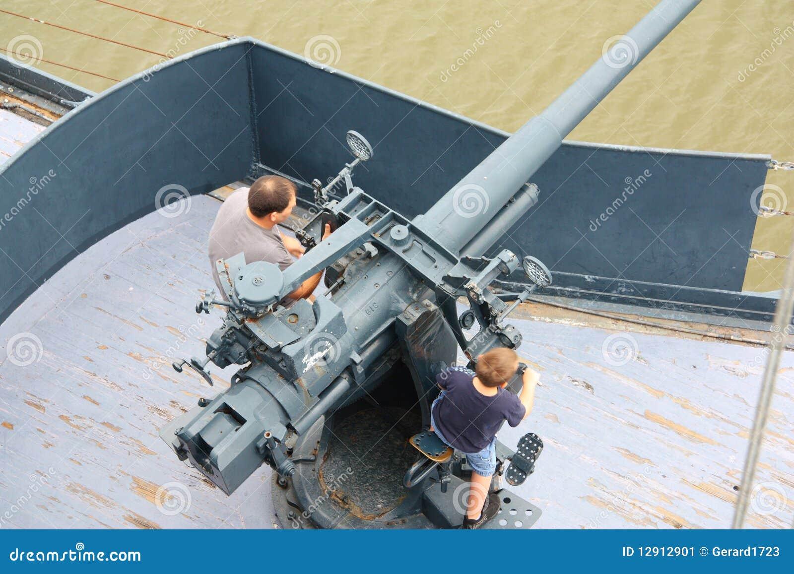 Padre e figlio al cannone storico