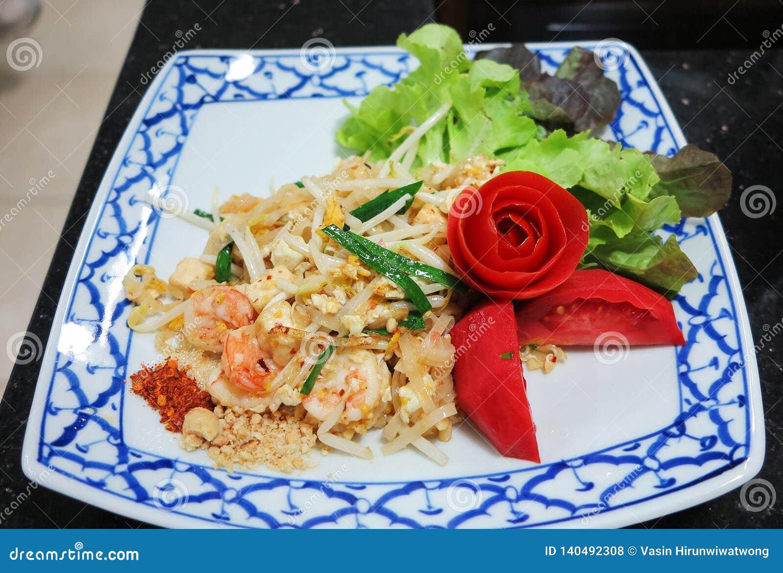 Padthai, macarronete fritado tailandês com camarão