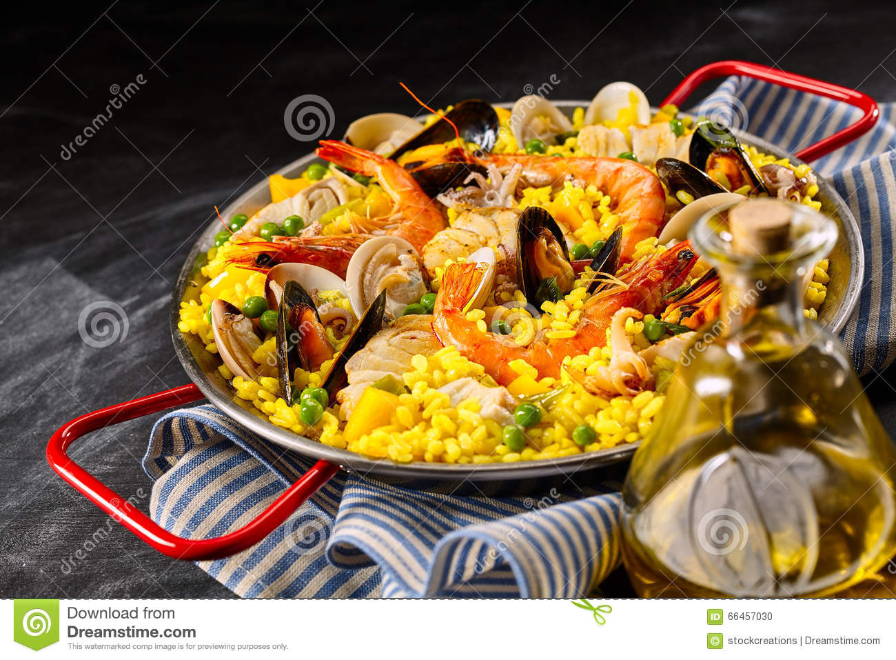 paella espagnole traditionnelle une margarita de la photo stock image 66457030. Black Bedroom Furniture Sets. Home Design Ideas