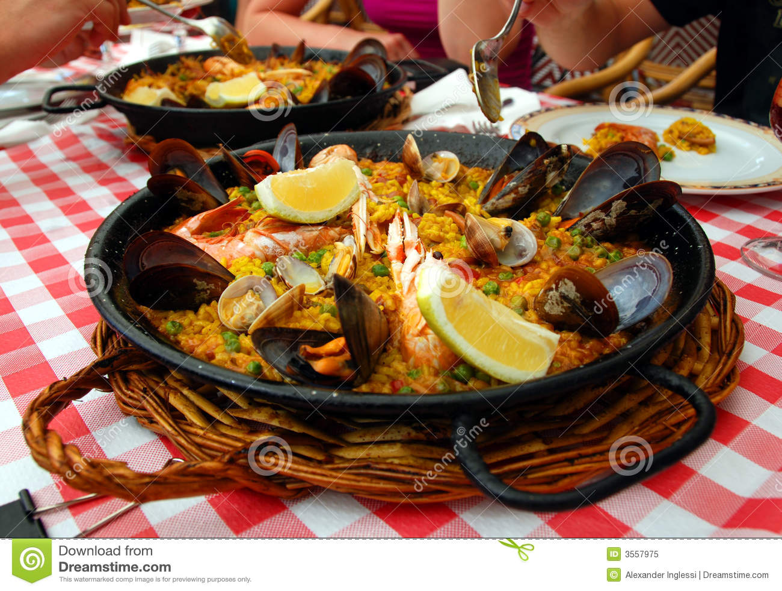 Paella espanhol na bandeja