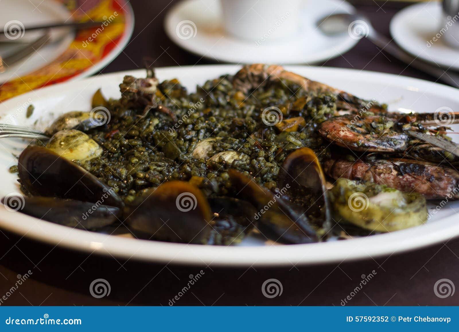 Paella noire Barcelone Espagne de riz