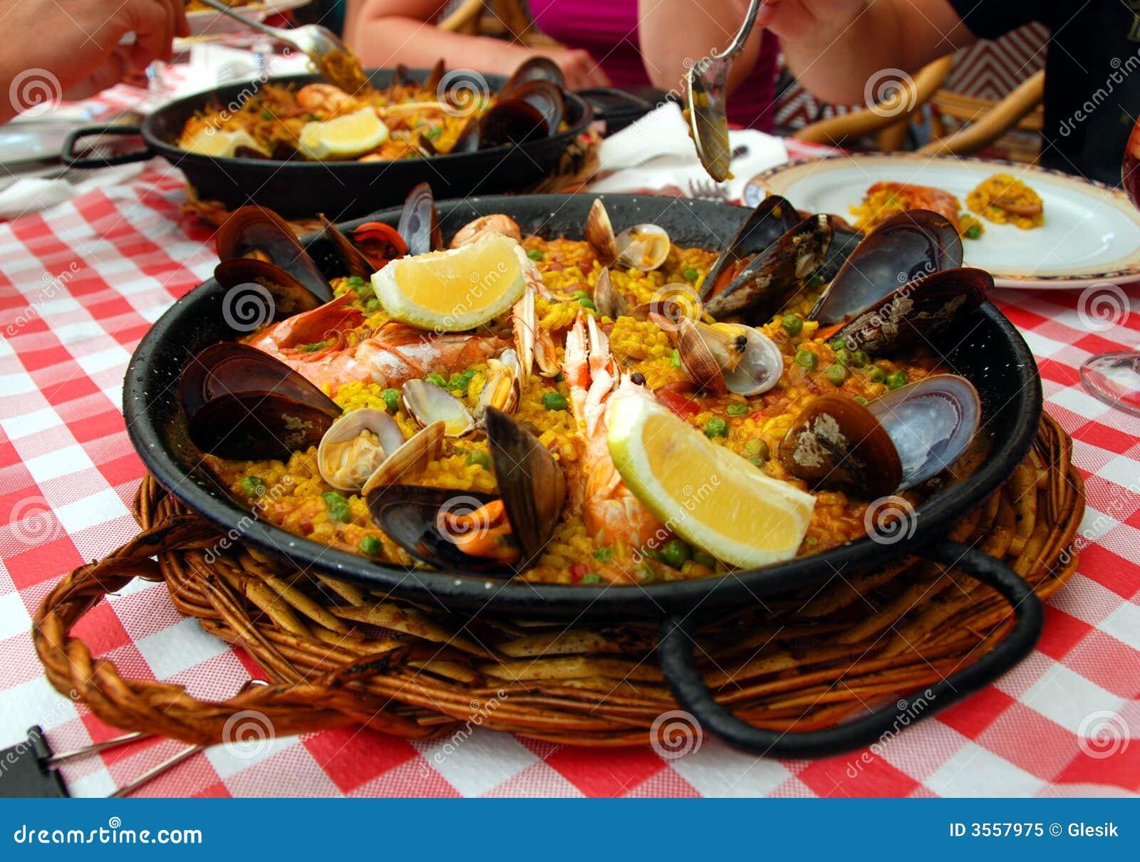 Paella spagnolo nella vaschetta