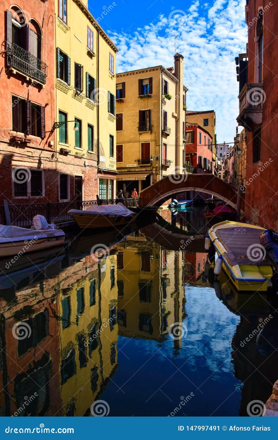 Paesaggio artistico a Venezia Rotazione rosso-cupo di Digitahi art