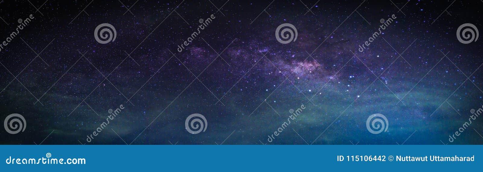 Paesaggio con la galassia della Via Lattea